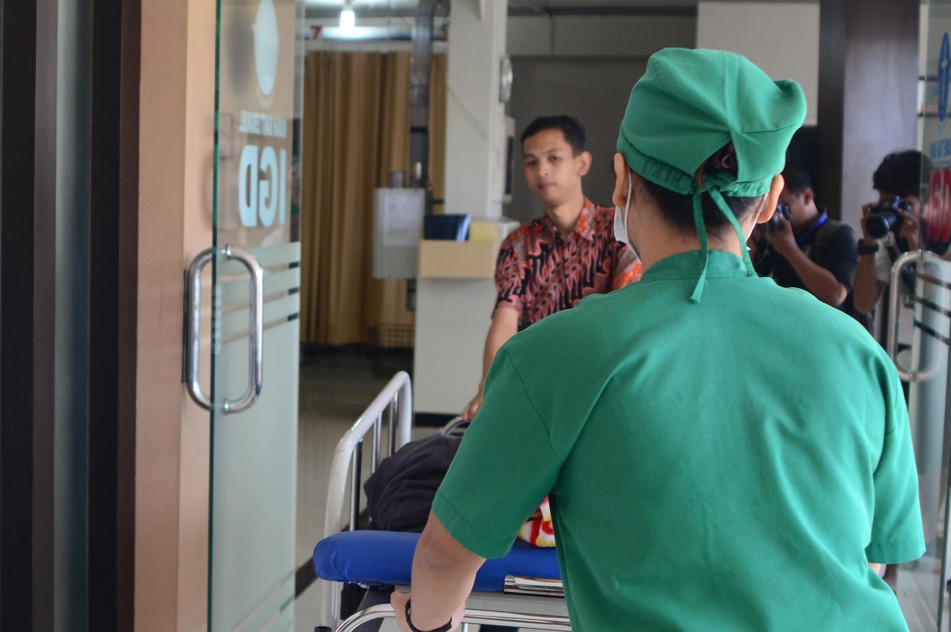 ▲▼護士,護理師,急診,病人,急診室。(圖/取自免費圖庫Pixabay)