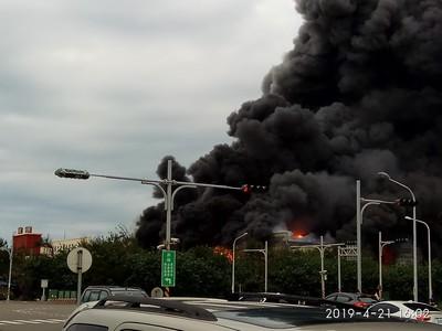 即/彰化線西工業區大火 濃厚黑煙狂竄