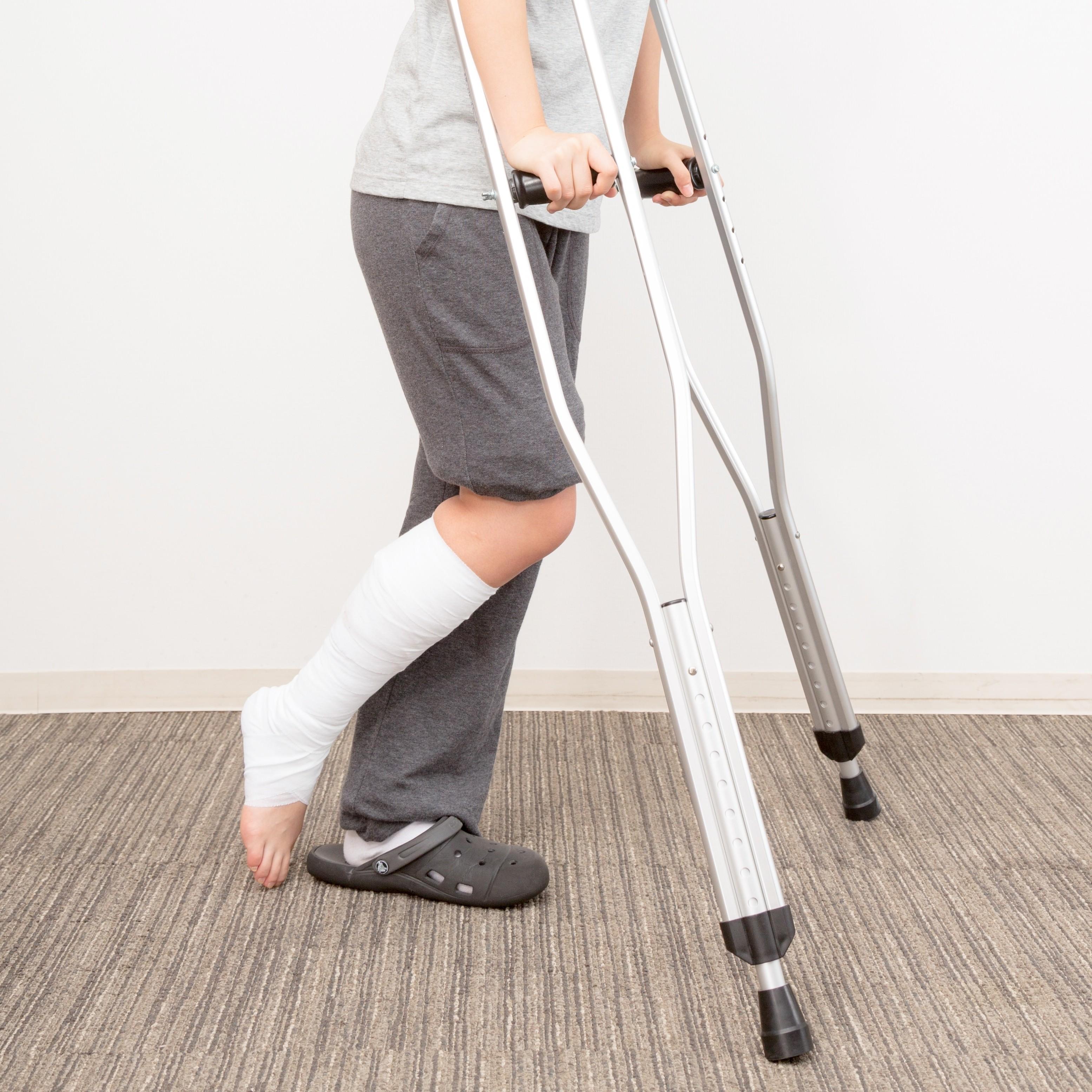 ▲拐杖,行動不便,受傷,骨折。(圖/取自免費圖庫Pakutaso)