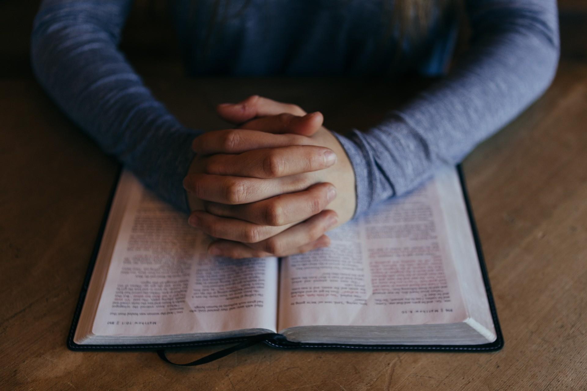 ▲▼ 聖經,禱告,基督 。(圖/pixabay)