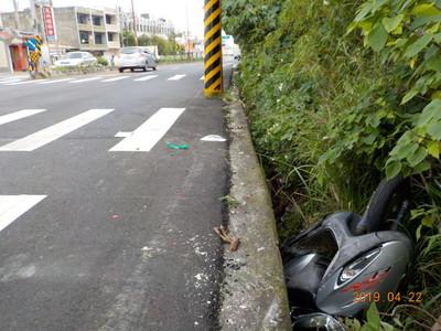 婦車禍摔落50公分草叢內昏迷 求行車紀錄器