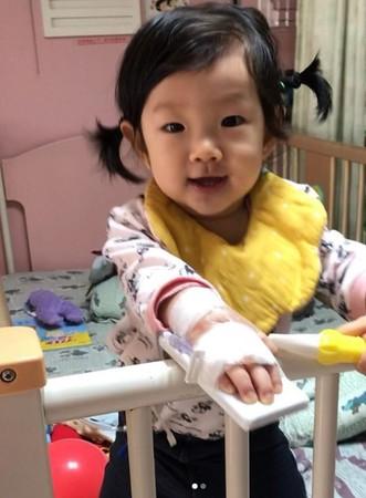 ▲楊千霈1歲女兒日前高燒不退送醫,所幸狀況已經穩定。(圖/翻攝自楊千霈Instagram)