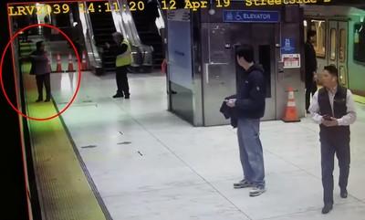地鐵吃人!婦手被車門夾住 2秒後整個人遭恐怖「吞噬」