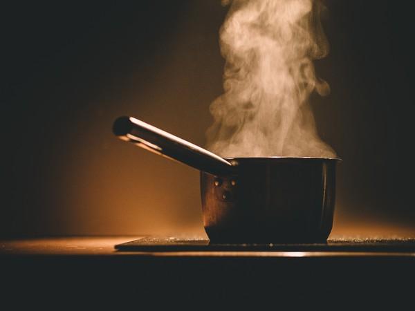 ▲▼鍋子,電磁爐,煮水,燙,冒煙。(圖/取自免費圖庫Pixabay)