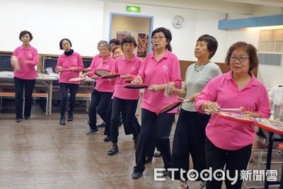 82歲奶奶玩音樂忘了病痛5/4演出