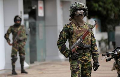 斯里蘭卡突襲炸彈工廠 搜出IS旗