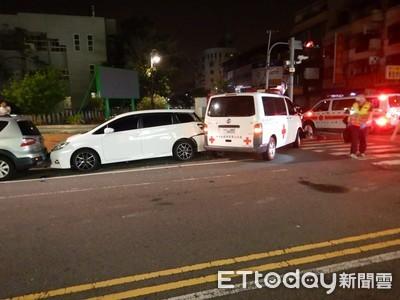 救護車小客車對撞 粥店無辜遭撞
