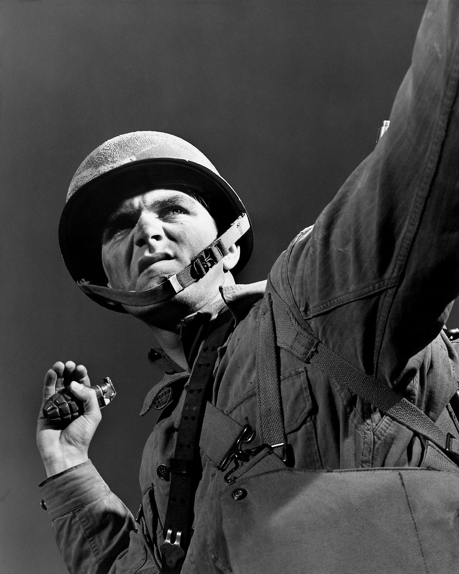 ▲手榴彈,軍人。(圖/取自免費圖庫Pixabay)