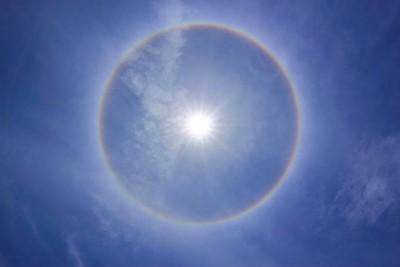 天空爆美!網友狂曬「22度暈」絕景