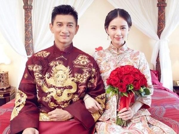 ▲吳奇隆與劉詩詩結婚以來,感情依舊甜蜜蜜。(圖/翻攝時尚芭莎微博)首圖大小