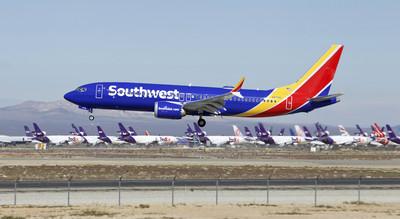 波音737機身爆有裂縫!已13架停飛