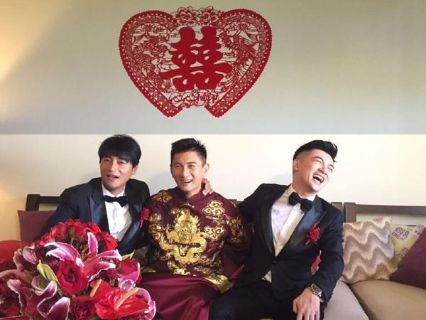 ▲▼吳奇隆和劉詩詩在峇里島完婚,蘇有朋和陳志朋當伴郎。(圖/翻攝自微博)