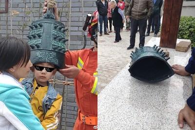 4歲男童貪玩「頭戴原諒帽」
