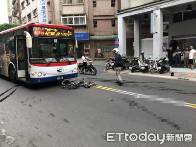 騎單車擦撞彈對向 公車當場撞死