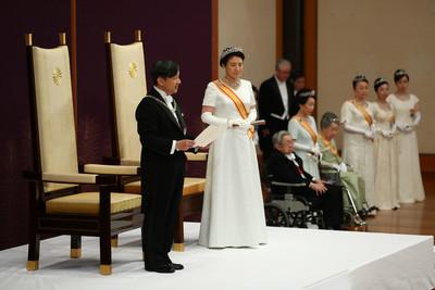 日皇護憲派 牽制安倍暴走修憲?