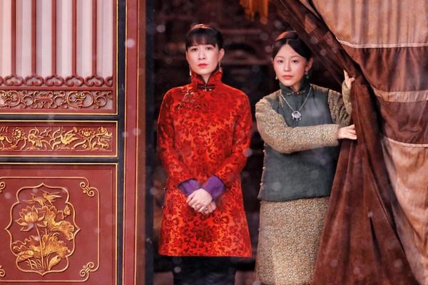 佘詩曼(左)演出《延禧攻略》後乘勝追擊,在新劇《鬢邊不是海棠紅》與黃曉明配對,坐上大戲女一地位。(東方IC)