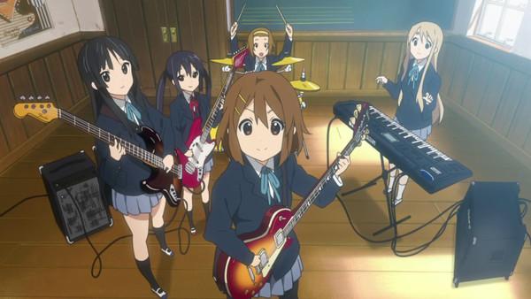 由京都動畫製作的原創動畫《K-ON!輕音部》,播出後立刻引發熱潮,高中女孩玩樂團的故事居然這麼吸引人!