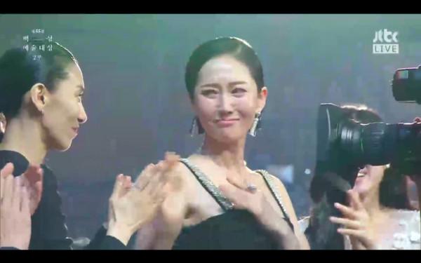 ▲▼廉晶雅奪視后,眼淚奪眶而出。(圖/翻攝自JTBC)