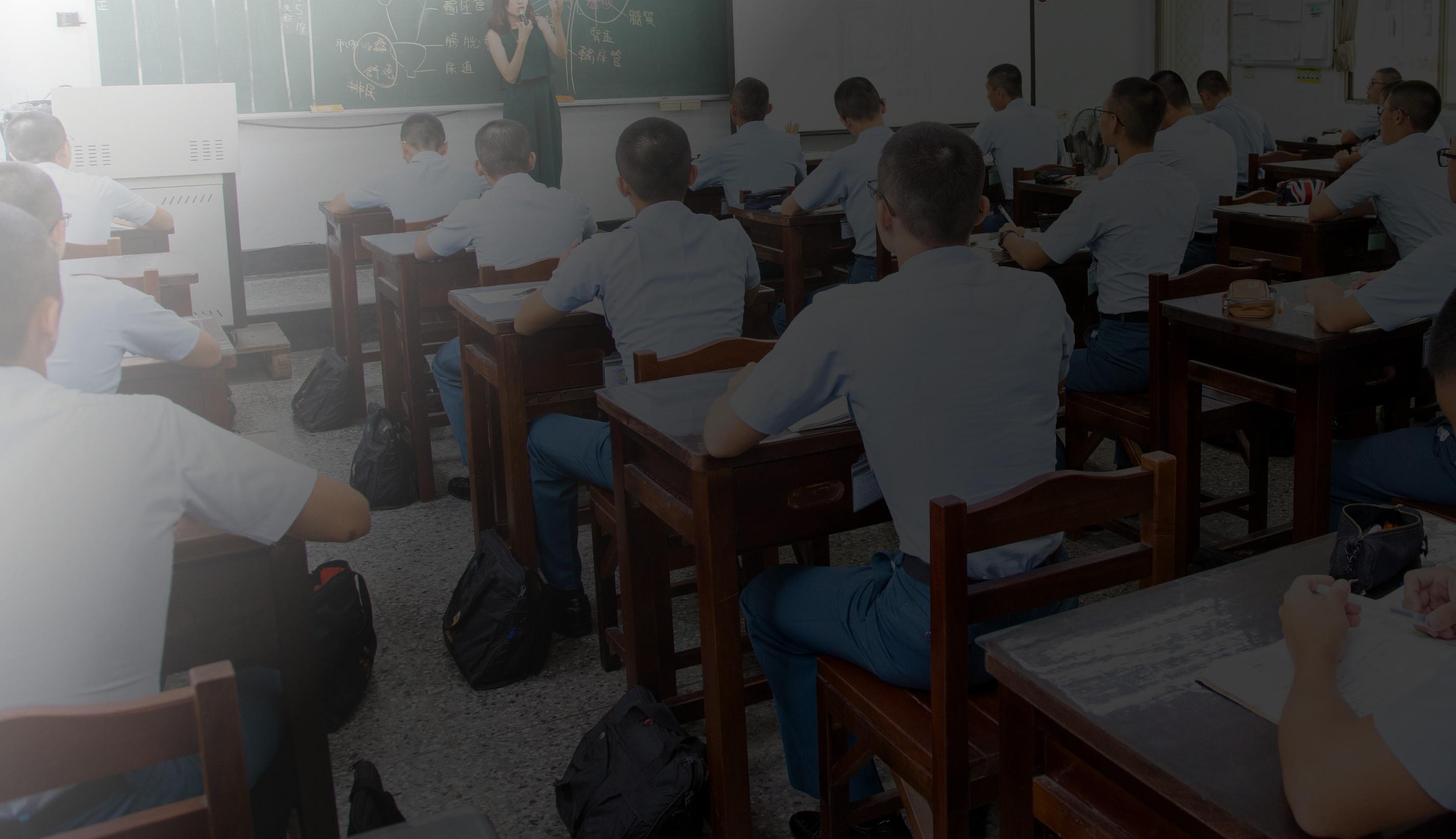 ▲▼中正預校校長採訪、校園直擊拍攝。一般教室上課實景,林子茜老師(圖/記者季相儒攝)