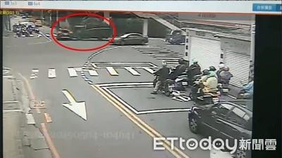 貨車猛撞休旅車打滑 波及行人騎士