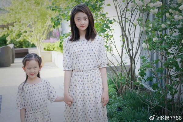 ▲▼多多和妹妹2人都是小美人。(圖/翻攝自微博/孫莉)