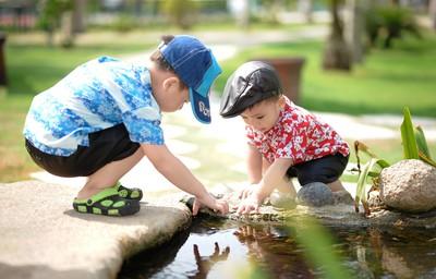分離焦慮離不開阿嬤 暖師找男孩當小助手 一次讓兩個孩子破殼成長