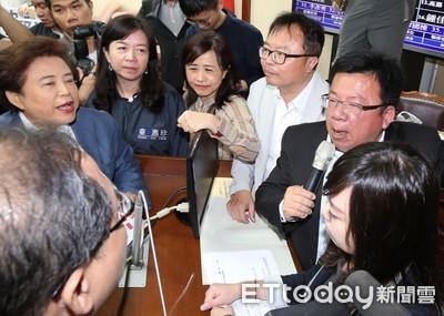 《公投法》大戰! 李俊俋跳針質問「為何死人可以連署?」