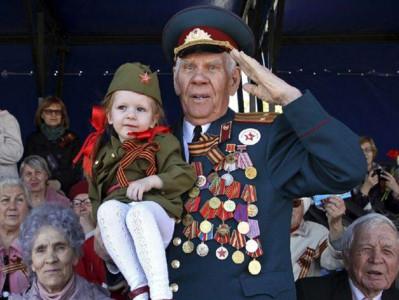 俄勝利日74周年 閱兵典禮「女兵臉蛋太火辣」