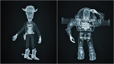 胡迪和巴斯被看光光! 迪士尼拍攝「玩具X光照」 暖心舒緩病童害怕情緒