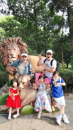 ▲劉畊宏夫婦帶孩子們外出遊玩。(圖/翻攝自微博/劉畊宏)