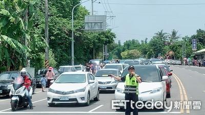 人車擠爆台南左鎮化石館 警全力疏導