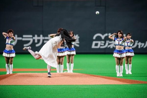▲▼貞子為職棒開球。(圖/翻攝自推特/貞子)