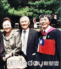 哈佛畢典國旗縫身上 黃偉哲:台灣最大公約數