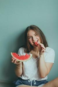 西瓜挑「母」的才好吃!5種挑選技巧曝:皮薄、汁甜、口感佳