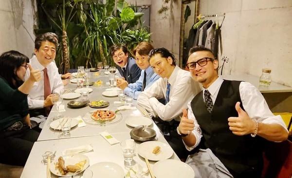▲▼日本首相安倍晉三與偶像團體TOKIO聚會。(圖/翻攝自推特/安倍晉三)