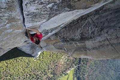 練九年徒手攀岩挑戰酋長岩