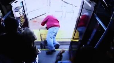 74歲翁被惡女冷血推下公車身亡