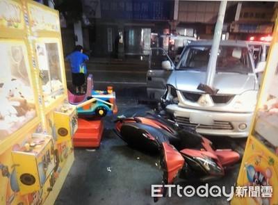 小貨車撞車闖紅燈再撞休旅車3傷