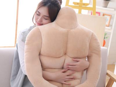 「六塊肌抱枕」沒男友也能甜蜜胸咚