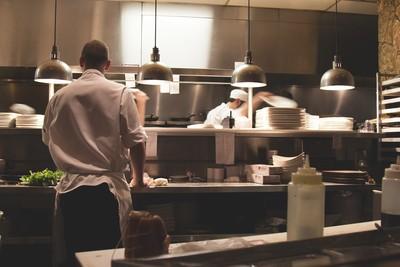 月加班250小時 日廚師超標過勞暴斃
