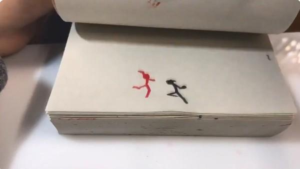 ▲日本網友畫出火柴人戰鬥手翻書。(圖/翻攝自推特/ZYES@studioHAIROSTA)