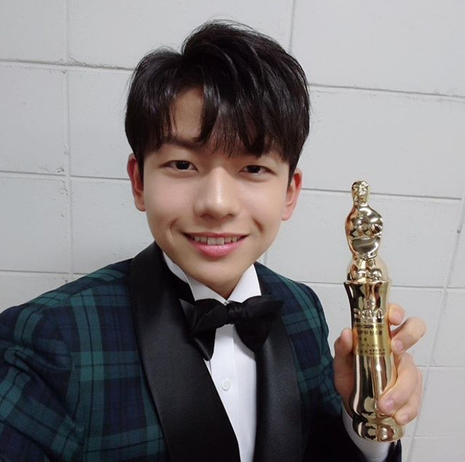 ▲王錫賢穩定兼顧學業和演藝事業,2018年獲得青少年演員獎。(圖/翻攝自王錫賢IG)