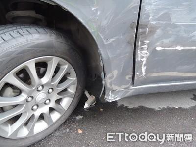 BMW男凌晨失控撞車逃逸 受害車主氣炸