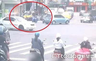 小黃「保齡球」式衝撞14車 民眾嚇傻:根本恐攻