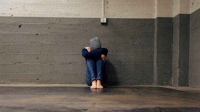 ▲▼霸凌,排擠,憂鬱,悲傷,分手,單身,魯蛇,孤單,孤獨,隔離。(圖/pixabay)
