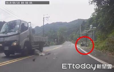 小貨車違規...害重機騎士噴飛 四肢變形慘死