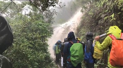 鹿兒島大雨成瀑布 266名登山客受困