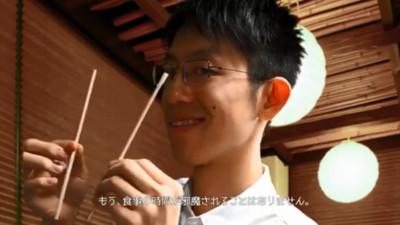 超實用!「全自動掰免洗筷機」 再也不用困擾掰得醜醜囉~