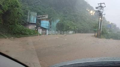暴雨炸北海岸 淡水中正東路涵洞積水8米深