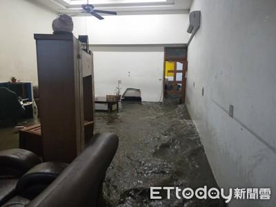 大雨圍牆倒塌!黃水沖進屋內 家當全泡水